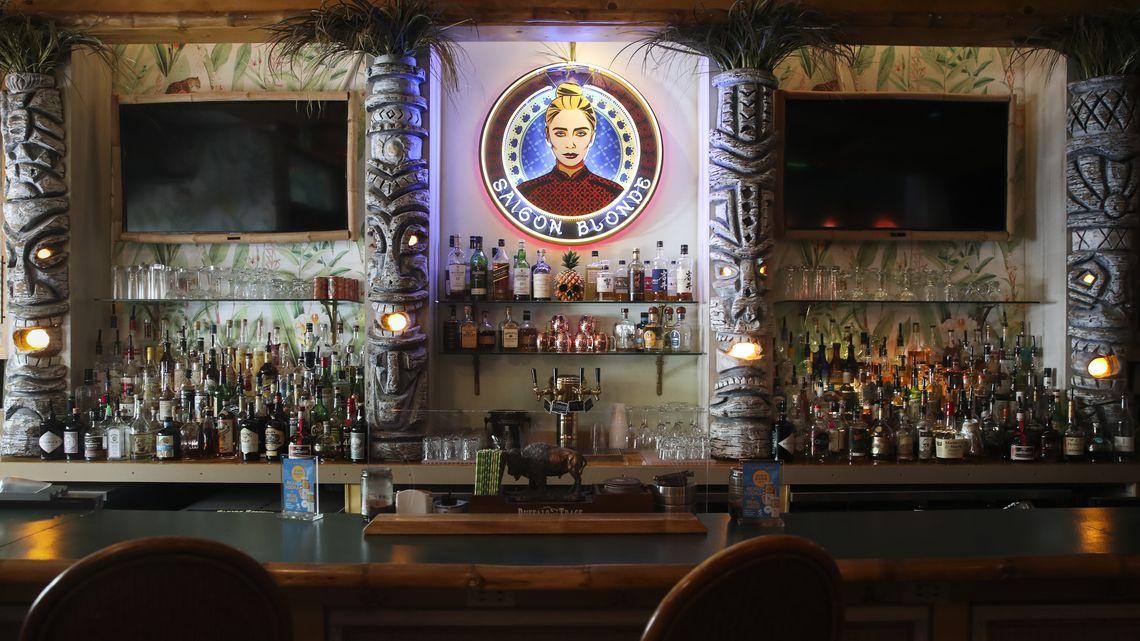 Florida suspends drinking at Florida bars and restaurants
